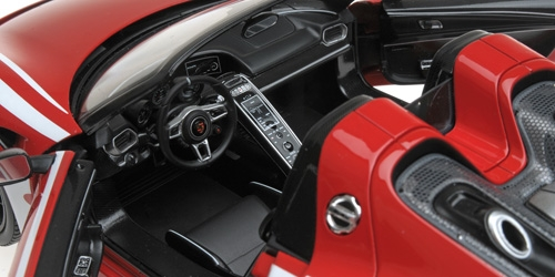 1/18 Porsche 918 Spyder Minichamps intérieur