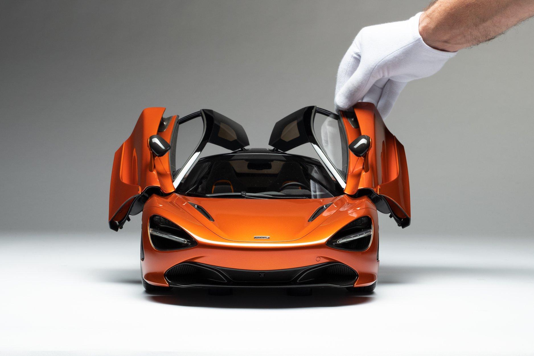 1/8 McLaren 720S Amalgam avant