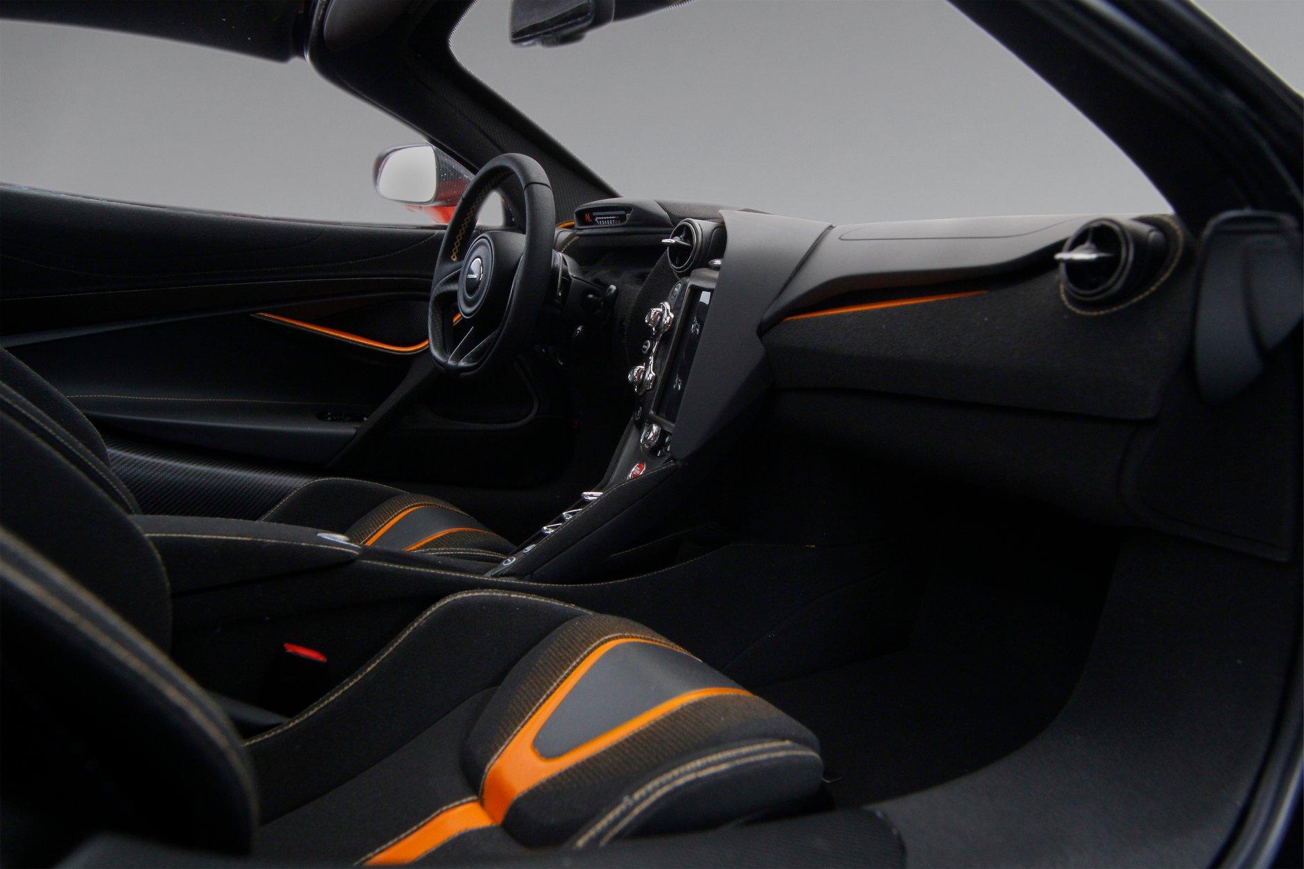 1/8 McLaren 720S Amalgam sièges