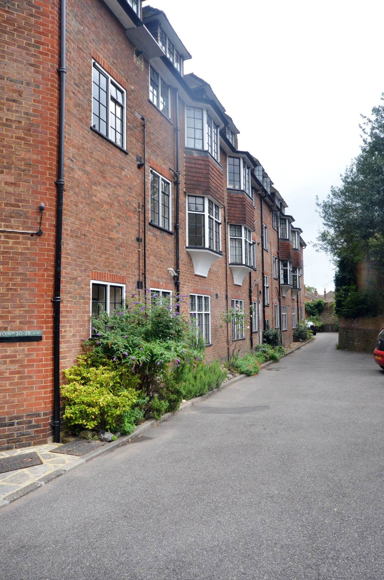 1 bedroom flat to rent Condor Court Guildford GU GU2 4BP  TheHouseShopcom