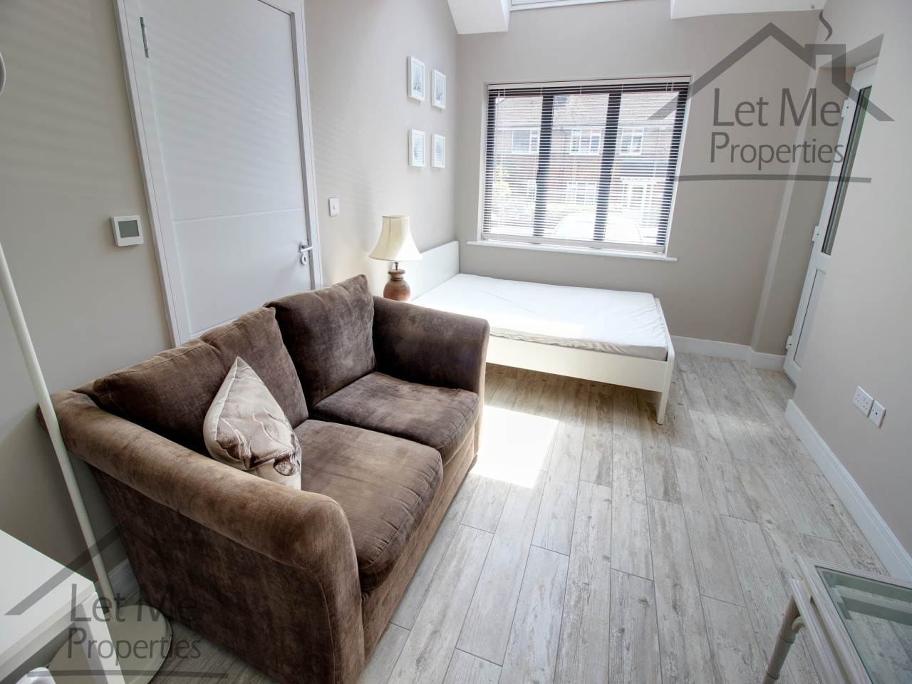 chelsea sofa st albans dimensions of queen bed studio flat to rent windmill avenue jersey