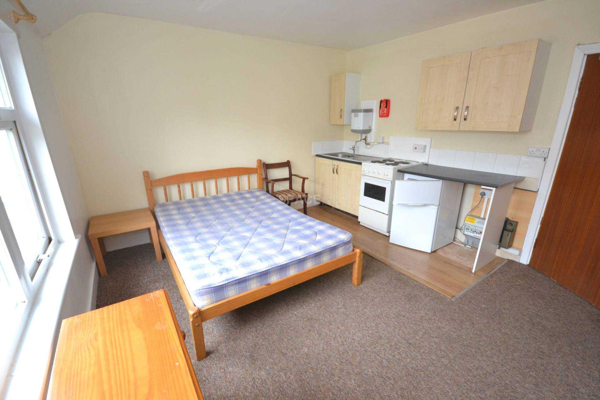 sofa beds reading berkshire reupholstery 1 bedroom studio flat to rent second floor back london