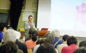 講演する安田氏 4/13 天白区