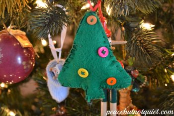 This Felt Tree Ornament is an Easy Sewing Project