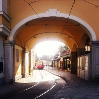 Straßenbahnhaltestelle in Grinzing / train stop in Grinzing