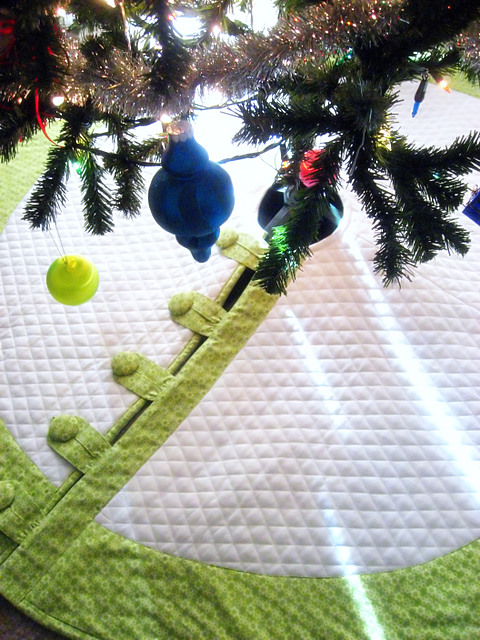 Finished Object: Amy Butler Tree Skirt (1/6)
