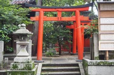 岡崎神社 side area