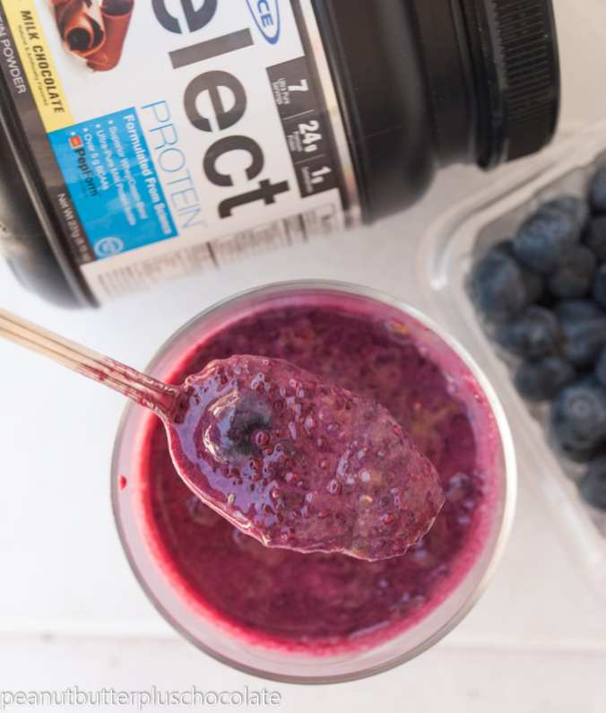 Blueberry-chocolate-chia-pudding