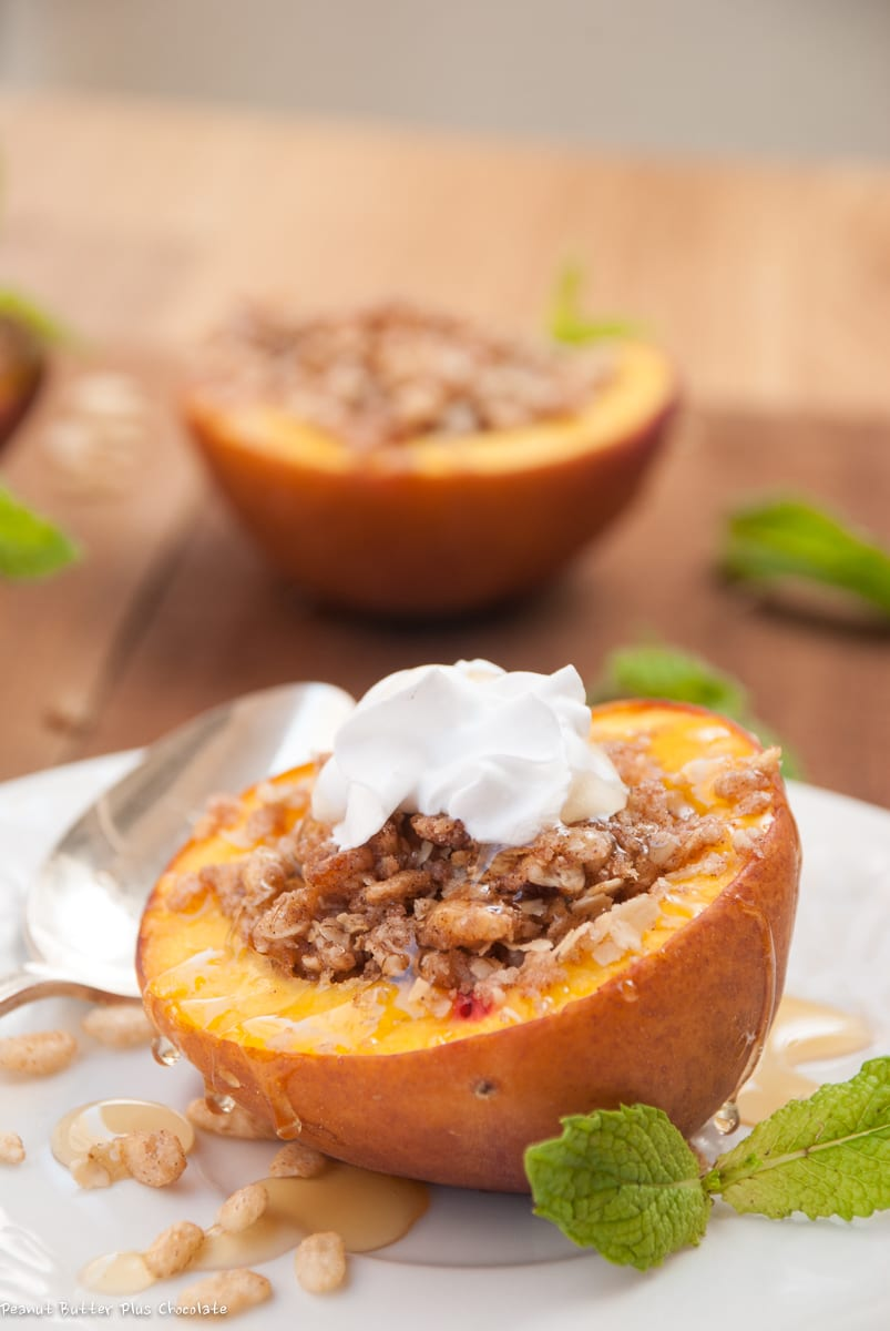 Healthy Baked Peaches Stuffed with Crispy Oats