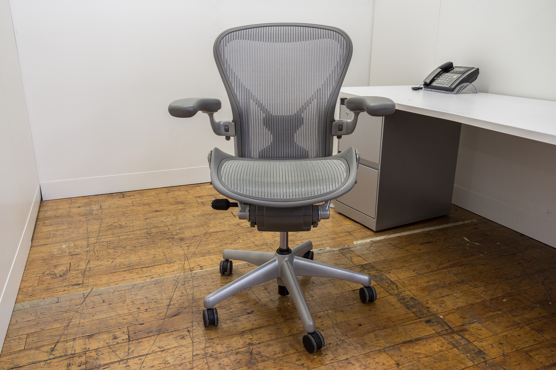 posturefit chair true innovations herman miller aeron size b chairs in platinum peartree