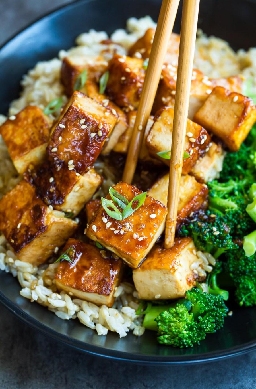 honey garlic tofu with broccoli and rice