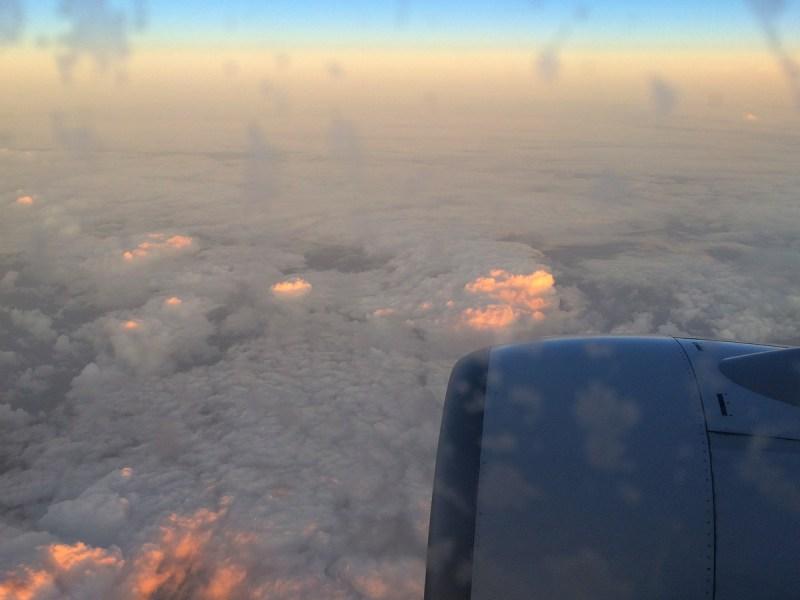 Sonnenaufgang aus dem Flugzeug