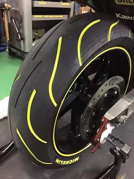 TirePenz - Amarelo em Pneu de Moto