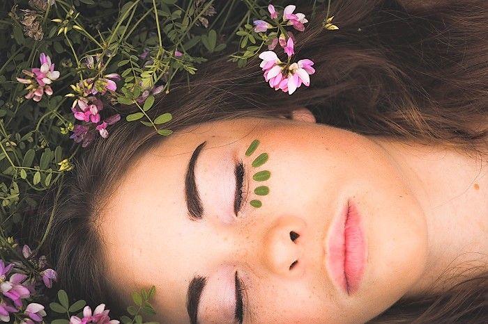 Prendre soin de soi naturellement grâce aux fleurs - Le pouvoir insoupçonné des fleurs sur notre peau