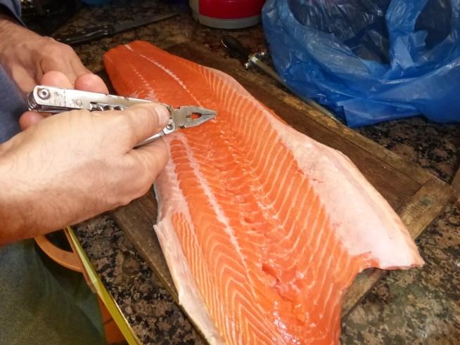 comment retirer les aretes de saumon