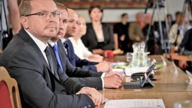 Photo of A polgármester lemondását sürgetik! Feloszlatná magát a mohácsi közgyűlés?