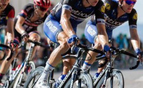 Waarom scheren wielrenners hune benen - pedaalslag