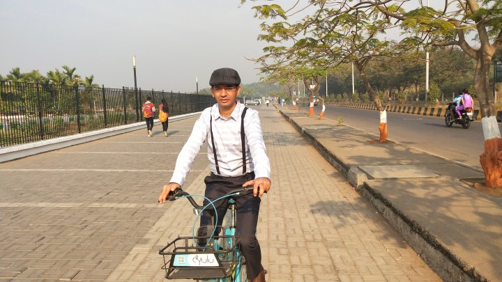 RIDING THE YULU BIKE