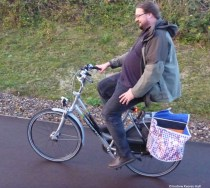 A bicycle with panniers in which bought goods can be transported safely.