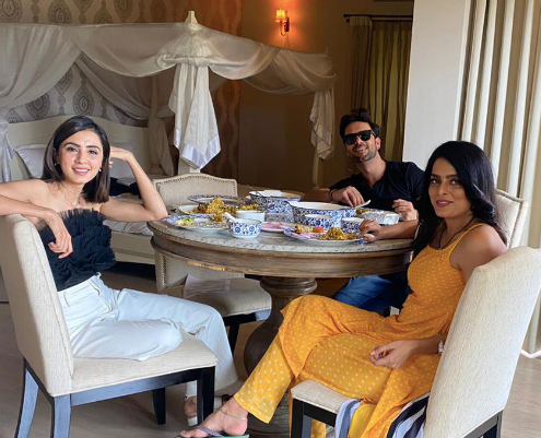 Did you know Ruhi, Swati and Sanjay are a close knit 'Team Villain' on the sets of 'Kundali Bhagya'?