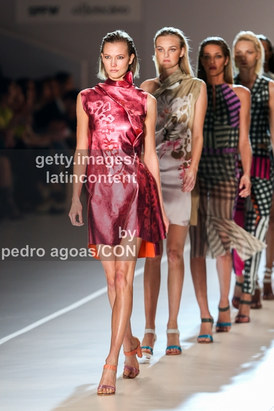 SAO PAULO, BRAZIL - MARCH 18: Karlie Kloss walks the runway at Animale Summer 2013/2014 Collection show during São Paulo Fashion Week (SPFW) on March 18, 2013 in São Paulo, Brazil. (Photo by Pedro Agoas/LatinContent/Getty Images)