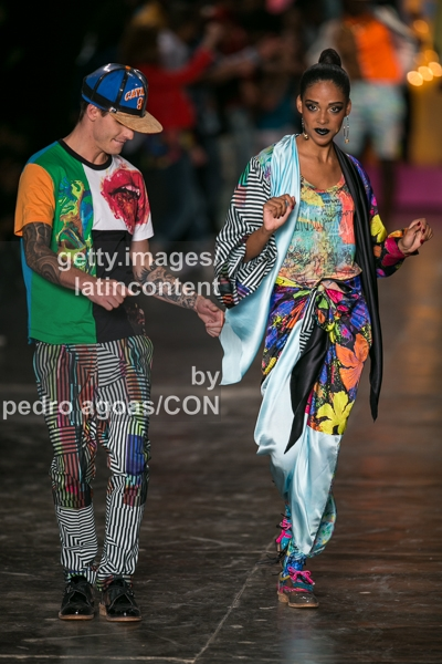 SAO PAULO, BRAZIL - MARCH 18: Models dancing down the runway at Cavalera 2013/2014 Collection show during São Paulo Fashion Week (SPFW) on March 18, 2013 in São Paulo, Brazil. (Photo by Pedro Agoas/LatinContent/Getty Images)