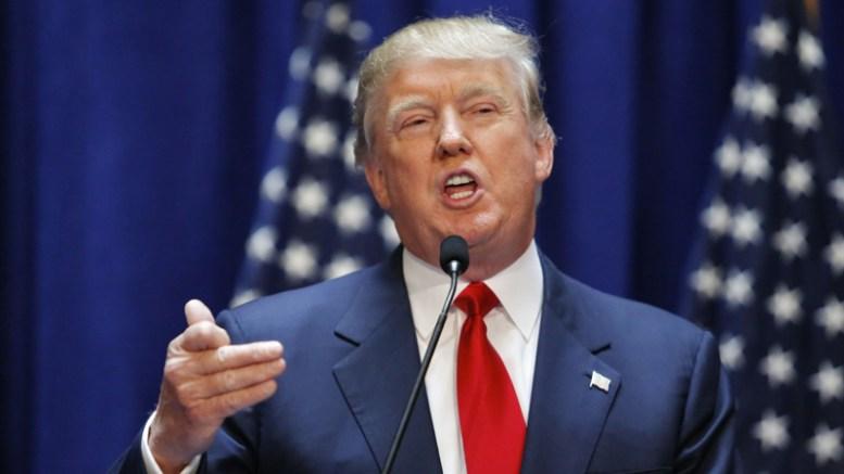 Trump arremete contra empresarios por la polémica racista - Trump arremete contra empresarios por la polémica racista