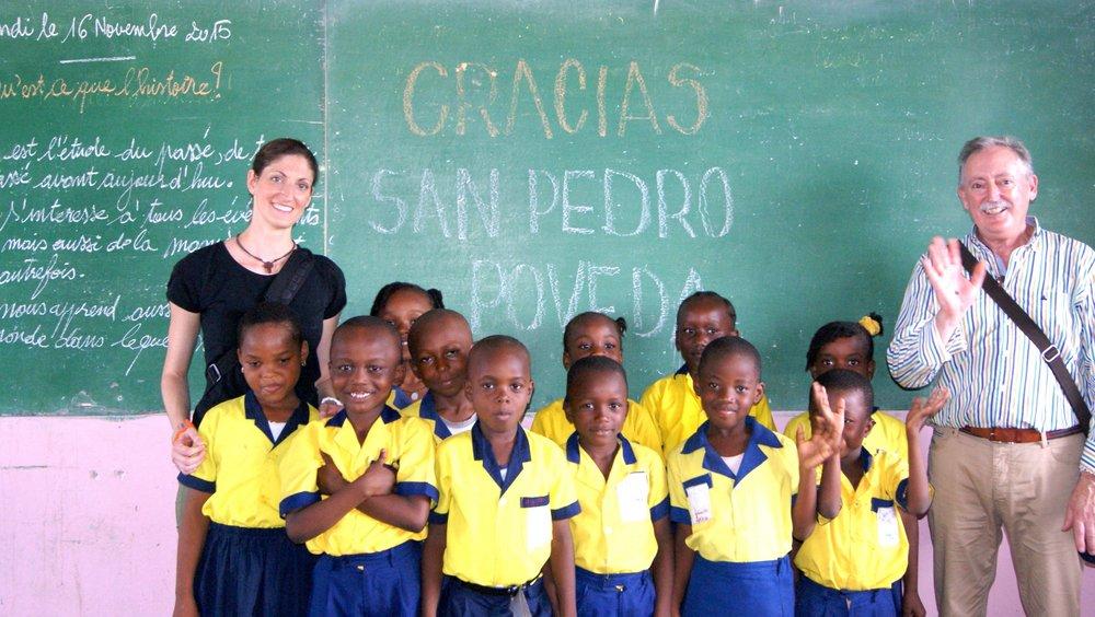 Material escolar para los niños de Camerún