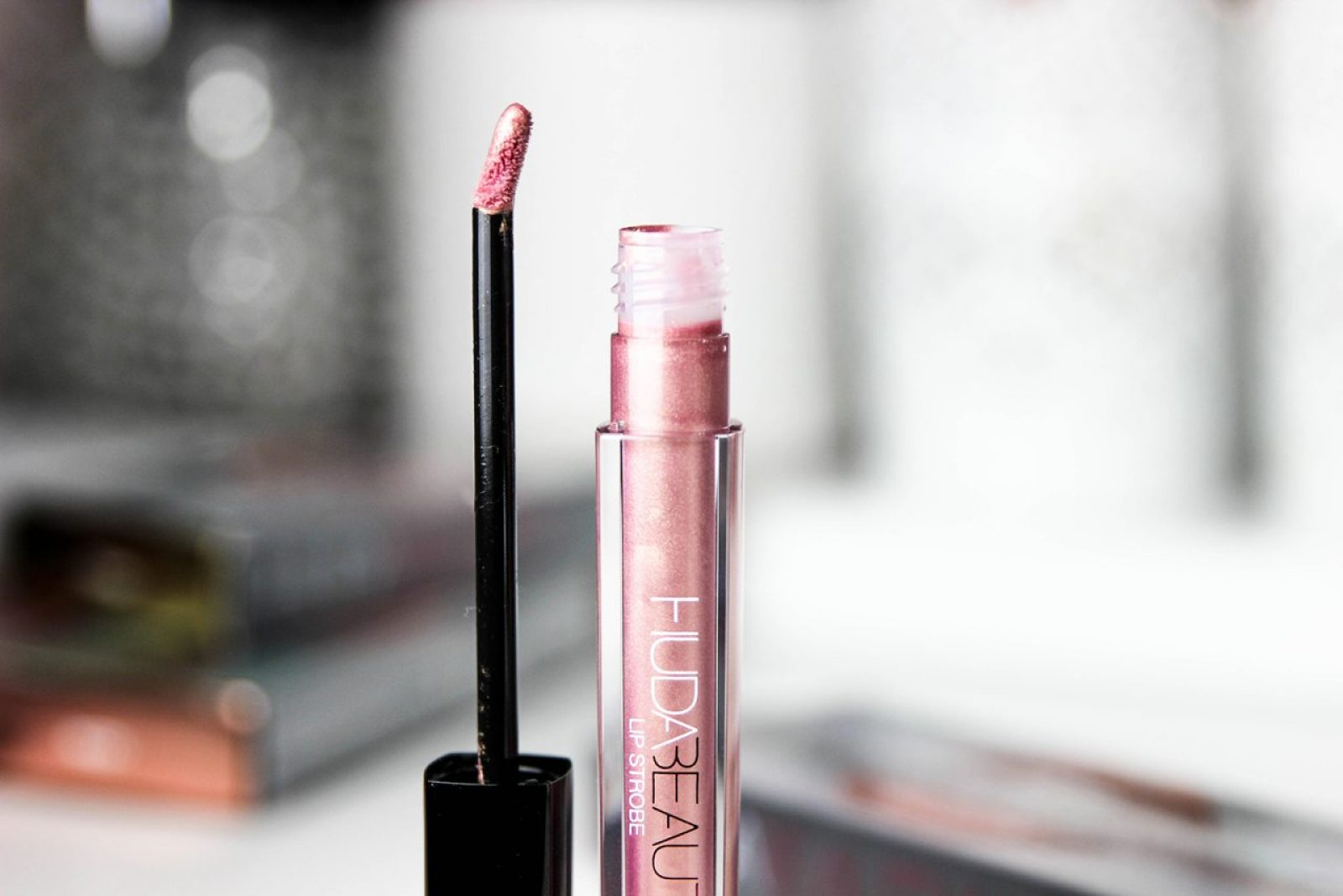 huda-beauty-strobe-Gloss metallique-13