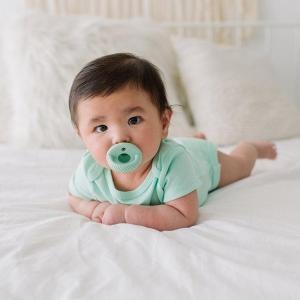 Itzy Ritzy Mint Sweetie Soother2