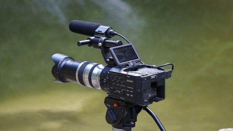 10 Best Filmmaking Cameras Under 1000 Dollars