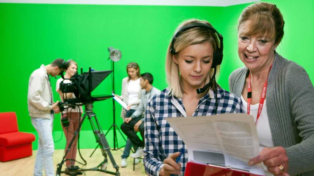 12 Important Tips For Directing Actors On A Film Set