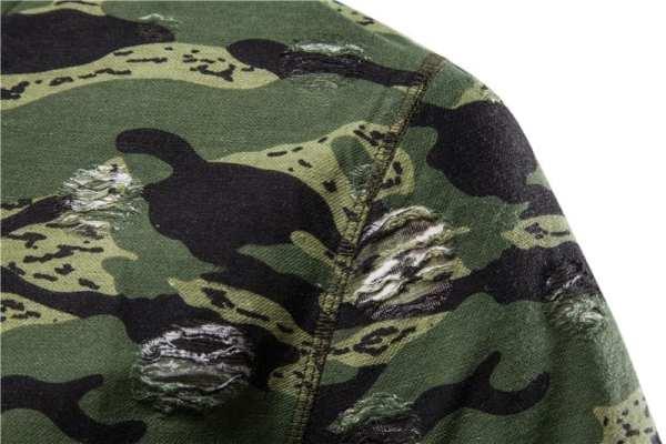 Men's camouflage-style round-necked T-shirt