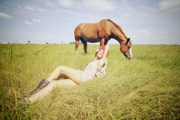 photography jenny woods a horse with no name pegasebuzz le cheval contemporain. Black Bedroom Furniture Sets. Home Design Ideas
