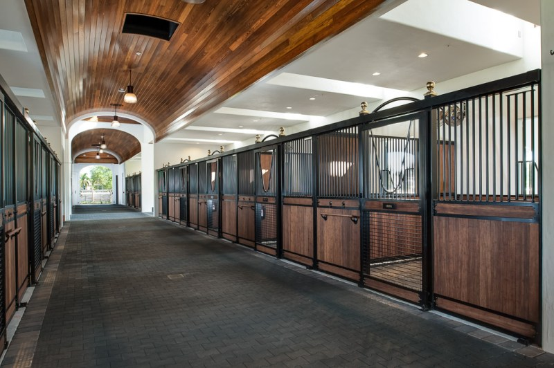 www.pegasebuzz.com | Dream stables : LA Victoria barn Wellington by Alonso and Associates. Photographer : Andy Frame