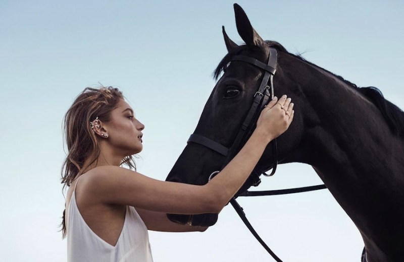 www.pegasebuzz.com | Amber Sceats Jewelry 2015 with the black horse Quinntessential