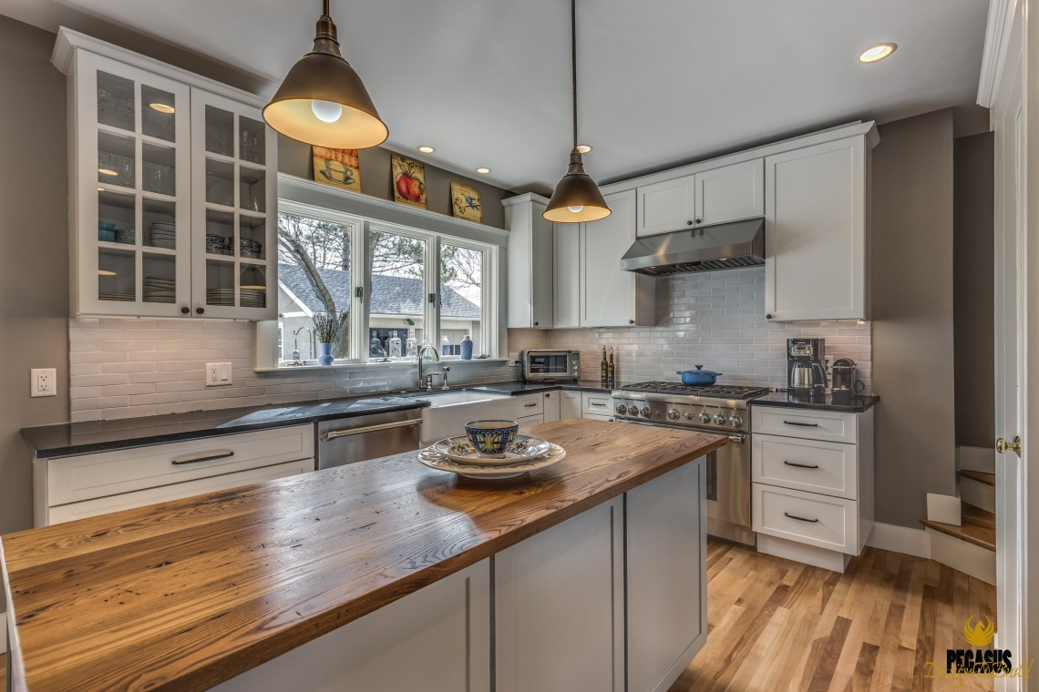 Fresh Farmhouse Style Kitchen - PEGASUS Design-to-Build