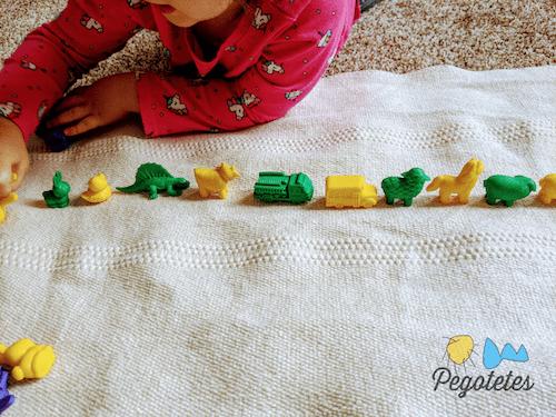 Mi hija elaborando un patrón simple de tipo ABAB