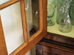 Cabinetmaker's glazing compound.