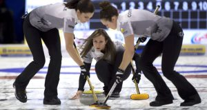 Homan and Gushue keep front-runners in sight at Tim Hortons Roar of the Rings (Curling Canada)