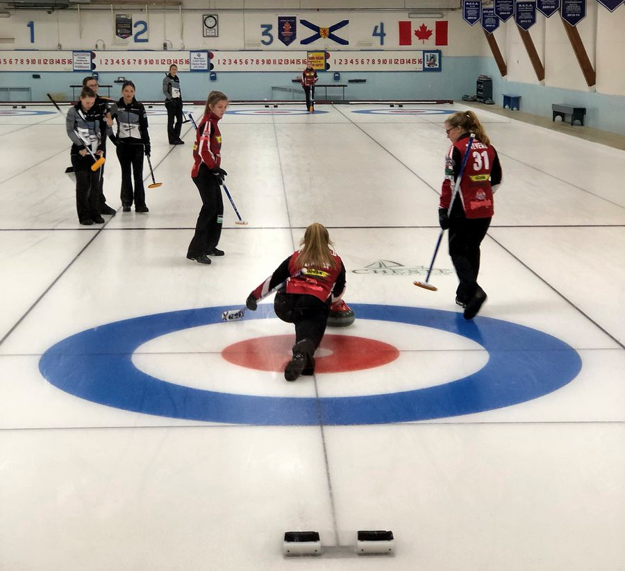 Cally Moore steals 5 in final end in win over Kaitlyn Jones, Graeme Weagle doubles Mitchell Cortello in Oak Island Jr. Cashspiel finals