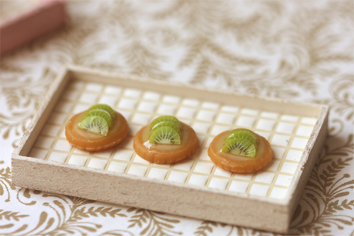 Miniature Dollhouse Food - Kiwi Fruit Tarts in 1/12 Scale