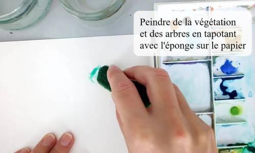 une éponge pour peindre des arbres à l'aquarelle