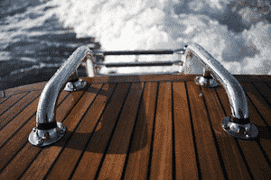 Guide des Traitements du bois, peinture Antifouling, entretien de votre bateau, yacht