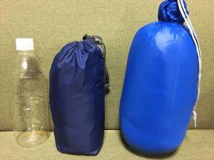 寝袋と500mlペットボトルの比較