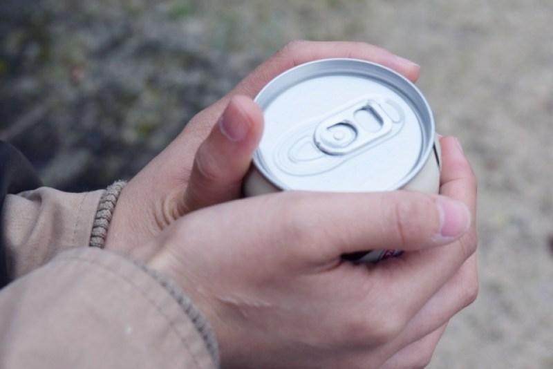 缶の飲み物