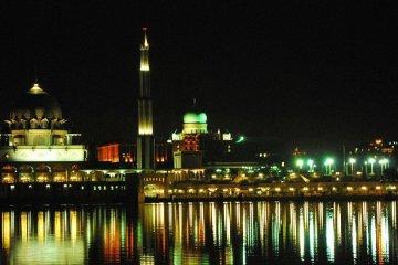 Putrajaya_Night_Mosque_PM_Office
