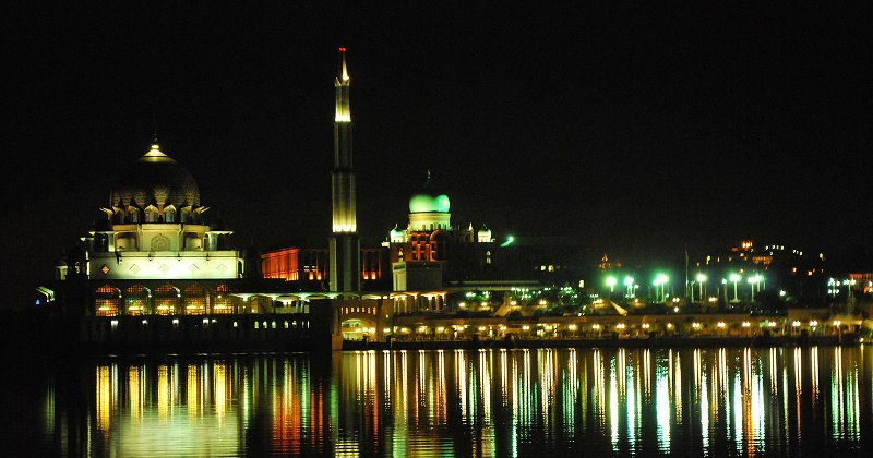 Putrajaya_Night_Mosque_PM_Office