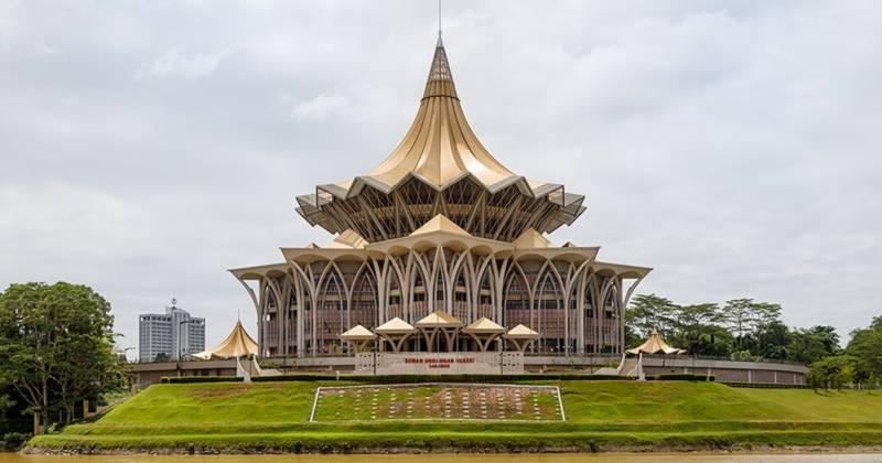 Dewan-Undangan-Negeri-Sarawak-800px