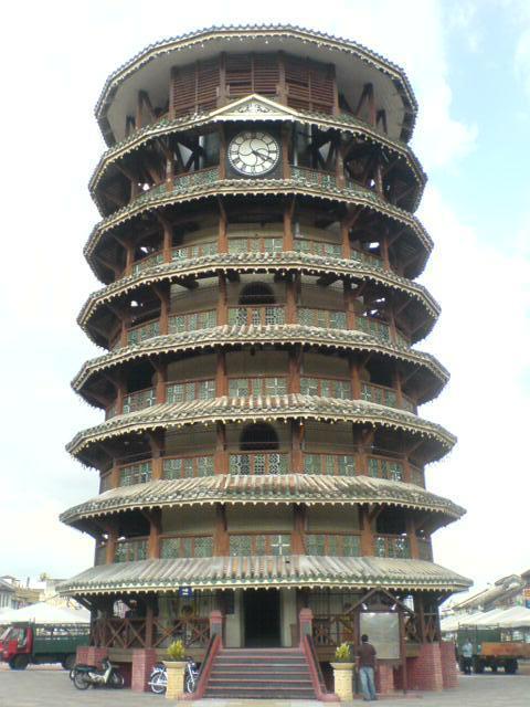 Menara_Condong